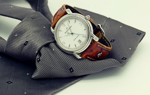 a nyakkendő és a karóra fontos kiegészítői az öltözködésnek