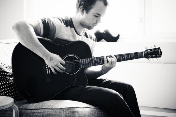 egyik legférfiasabb hobbi a gitározás