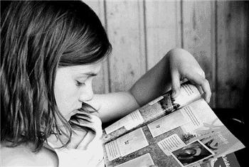 Kislány olvas