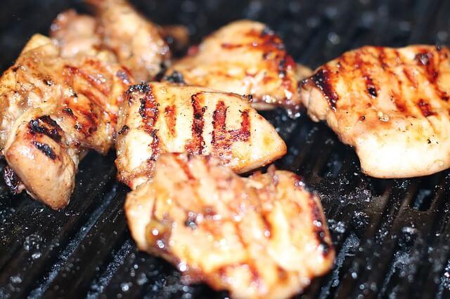 grillezett csirke faszenes grillen