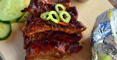 grillezett oldalas paprikával díszítve