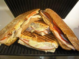 grillezett sajt, toast kenyérben